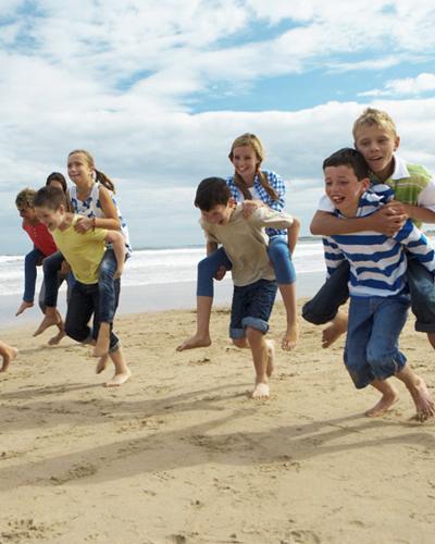 camp bambini e giochi sulla spiaggia